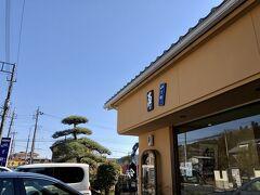 まずは、永田大杉バス停前の、大里屋本店 https://tabelog.com/saitama/A1106/A110603/11024111/  飯能駅にはゆっくり正午前に到着。駅北口のバス停から、飯07のバスに揺られること約15分、「永田大杉」バス停・・・で降りるはずが、誰も降りる人がいなかったのかいつのまにか通過。表示ちゃんと見ていたつもりだったんだけど。。2、3個先の停留所で下車し、てくてくバスが元来た道を歩くこと15分。