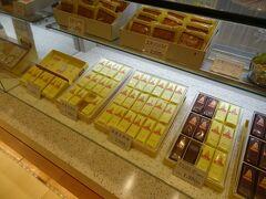 福島駅で途中下車印を押してもらって、東口駅ビルのエスパルへ‥ 福島県郡山銘菓・三万石'ままどおる'を買っていきましょう。