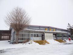 こじんまりとした、余目駅。 大正3年9月20日に開設されました。 今の駅舎は、昭和39年に改築されたものだそうです。