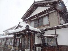 そして、こちらは「余目ホテル」。 こちらも、昔ながらの佇まいを守り、駅前ロータリーの前にあります。  ▼余目ホテル http://amarumehotel.n-da.jp/