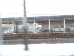 11:47 山形/新潟県境の駅‥ 鼠ヶ関(山形県鶴岡市)を通過。
