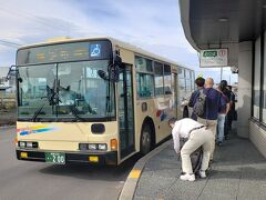 路線バスを乗り継いで、目的地へ…