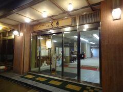18:25 今宵の宿‥ 佐渡加茂湖温泉「お宿 花月」に着きました。 では、入りましょう。  ▼佐渡加茂湖温泉・お宿 花月 http://sado-kagetsu.sakura.ne.jp/