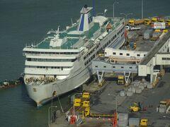 新潟-両津航路に就航する、佐渡汽船「おけさ丸」が停泊中。 あの船で、新潟に戻って来ました。