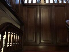富士屋ホテルに到着です。お部屋は本館。階段の上にあります。