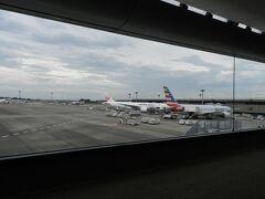 成田空港に降り立ちました。