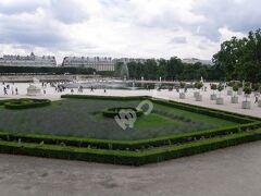 世界遺産「チュイルリー庭園」 元チュイルリー宮殿の内庭。パリで最も古い庭園。1564年アンリ2世の王妃によりイタリア式庭園に造園。1664年ルイ14世によりフランス式庭園に造園。フランス革命後に市民に開放。