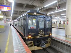 旅のスタートは、近鉄南大阪線の大阪阿部野橋駅から。 今回の旅はもともと、大阪府・京都府・奈良県内の近鉄全線が1日乗り放題となる「近鉄新春お出かけきっぷ」を利用し、大阪府内と奈良県内の近鉄の各路線をぶらり乗り歩こうという趣旨で企画しました。 トップランナーは、大阪阿部野橋~吉野間を走る16200系観光特急「青の交響曲」。