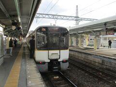 尺土から橿原神宮前までは、吉野線の通勤形電車の中で最も新しい6820系「シリーズ21」ほかの急行吉野行きで移動。
