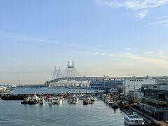 横浜ベイブリッジを渡り羽田へ向かいます。