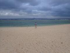 ホテルエリアを出るとすぐ瀬底ビーチ!