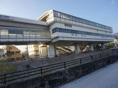 ●六甲ライナー 魚崎駅  これが、六甲ライナー魚崎駅です。 六甲ライナーとは愛称で、正式には、神戸新交通六甲アイランド線と言います。