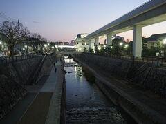 ●六甲ライナー魚崎駅界隈  魚崎駅に着いた頃には、すっかり暗くなってました。 魚崎界隈、静かで好きだな…。