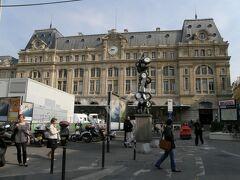 「サン・ラザール駅」 パリの6大ターミナル駅の1つ。パリ郊外及びフランスの北西部に向かう列車がメイン。1837年開業でパリ最古。パリで2番目に利用客の多い駅。
