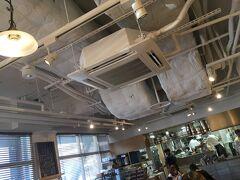タワーの低層ゾーンにある5F建てのビル・フットタウンに入りました。 ビルの2Fにあるカフェに入ってまずはランチ。