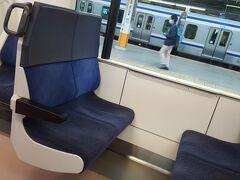 駅も電車も空いていて、クロスシートを占有できたので安心でした。