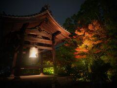 ■鐘楼  やはり、東山エリアは清水寺があるので今も昔も観光客は多いですね。  今年はこんな事情なので京都へ修学旅行で訪れる学校もほとんどなかったようですが、自分が中学生の頃は奈良京都が修学旅行先でした。
