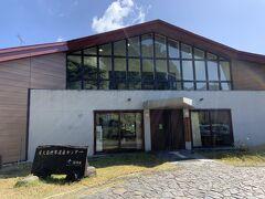 こちらは環境省の屋久島世界遺産センター。無料なこともあり、展示は小さかったです。まあ、展示をすることがメインじゃないからね。