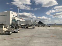福岡空港に到着いたしました。次は、福岡ー伊丹へとフライトします。