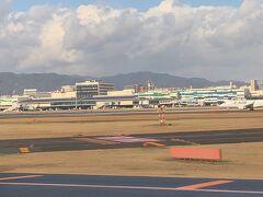 伊丹空港に着陸いたしました。  以上で、旅行記を終了したいと思います。ご覧いただきまして、ありがとうございました。
