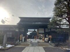 「高山陣屋」へやって来ました。日本で唯一現存する陣屋なんだそうです。