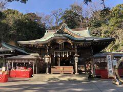 江島神社3宮のひとつめ、辺津宮の本殿。