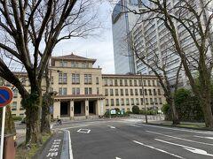 その向かいにあるのは、静岡県庁本館です。静岡は、市役所と県庁が近くにあるのですね。