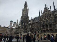 ミュンヘンの有名観光地「マリエン広場」まで歩きます~。