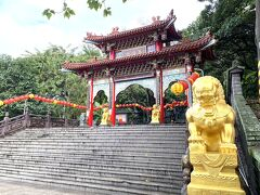 40分ほどで、台北で好きな道教寺院の1つである芝山巖惠濟宮に到着。