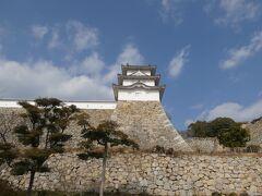 明石城といって思い浮かべるのが、見事に組まれた石垣の上に構える対の櫓。なかなか荘厳な景色でござる。