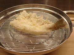 鱚。塩や天つゆに着けることなく、ネタそのものの味とほんのりとした油の風味で頂きます。