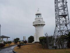 雨の中の散歩、灯台へ。これで宮崎県9市の散歩コンプ。でもまた天気のいいときにゆっくり来よう。