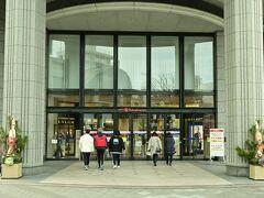 松山市駅に着きました。松山は伊予鉄の力が半端なく、JR松山駅は片隅で小さくなっています。