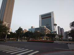 高雄85タワーに行こうとしたらまさかの改装中。。。 お隣にある竹中工務店が建設した高雄市立図書館にふらっと入ってみることに。