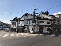少し街を歩こう。 昔ながらの旅館や渋い喫茶店。