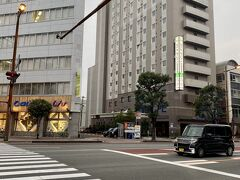 宮崎駅から徒歩だと15分くらいのところです。