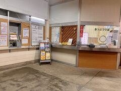 そんな何もない高鍋駅でしたが、1本前に来た特急も自分が乗ったのも、けっこう人の出入りが多かったです。
