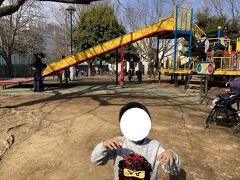 和田堀公園の「ワンパク広場」というエリアに到着。 文字通り、子どもがあそぶエリアです。