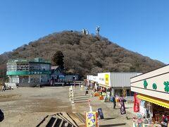 御幸ヶ原。男体山とコマ展望台。その先にケーブルカーの駅が在ります。