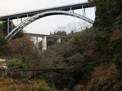 11月23日(祝) 朝7時頃~高千穂峡を訪れて、御橋近くの駐車場から遊歩道を歩き・・ 高千穂三段橋を見届けて、引き返しました。