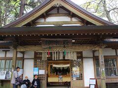 高千穂神社・神楽殿 毎晩1時間~夜神楽が開催されている神楽殿を、外から興味深く眺めて・・