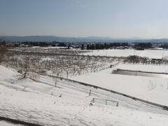 庭坂駅付近。雪が多くなってきました。