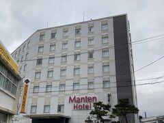本日のお宿。敦賀マンテンホテル駅前 https://www.manten-hotel.com/tsuruga/  一応大浴場があるので、チェックインの際に「女性のお風呂、混みそうですか?」と聞いてみた。「普段より女性のお客様が多めですが、混むほどではないと思います」との答え。ん?同じ考えの人がいるのかな・・・?