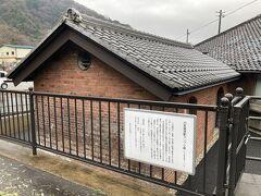 旧敦賀港駅ランプ小屋です。 閉まっているように見えたけど、今説明を読んでみたら、無料で内部見学できるみたいですね。