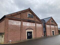 敦賀赤レンガ倉庫 https://tsuruga-akarenga.jp/  アメリカの石油会社紐育スタンダードカンパニーによって、1905年に石油貯蔵用の倉庫として建設されました。軍の備品倉庫や昆布貯蔵庫としても使用された福井県内でも有数のレンガ建築物です。