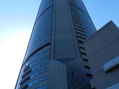 すぐ隣りには「OAPタワー」。