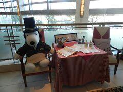 「カフェ・クベール」の入口でもドアマンスヌーピーがお出迎え!!