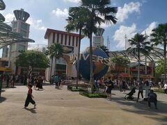 マリーナベイサンズでタクシーを拾って、あっという間にセントーサ島に到着! ユニバーサルスタジオシンガポールです