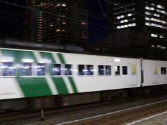 最後に乗車した踊り子16号は東京駅に到着後、田町車両センタへ回送されるので田町駅で撮影しようと思ったのですが、予想通り京浜東北線南行と被られてこんな写真になりました。  まあ夕方のラッシュ時ですから仕方ないです。 これにて撮影終了、帰宅することにしました。