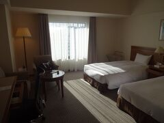 そして、定宿ともなった旧ホテルセンチュリー静岡にチェックインします。  今はホテルグランヒルズ静岡という名称になっていますが、内部は全く変わりません。